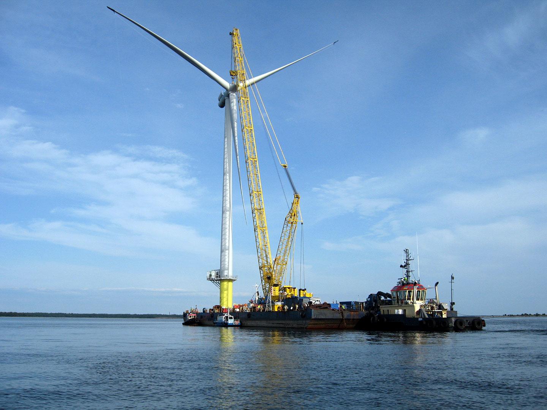 Tuulivoimalan pystytystyöt Havator